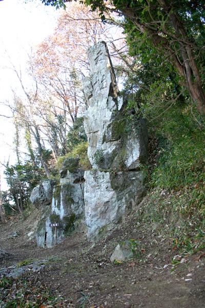 今は天柱岩、昔は権現岩