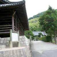 山裾の道から福田海への入り口