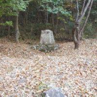 少し奥まった所にある赤木格堂の句碑